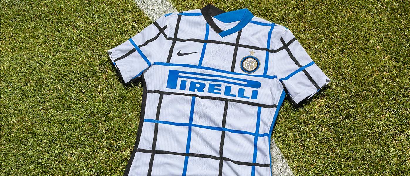 La maglia away dell'Inter 2020-21 a rete