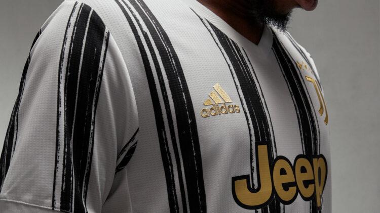Logo adidas dorato, maglia Juventus