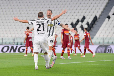 Juventus-Roma abbraccio