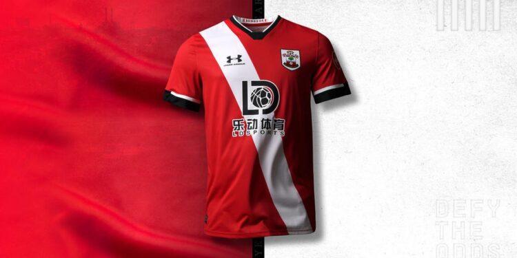 La nuova maglia del Southampton home 2020-21