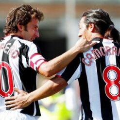 Maglia Juventus con numeri rossi