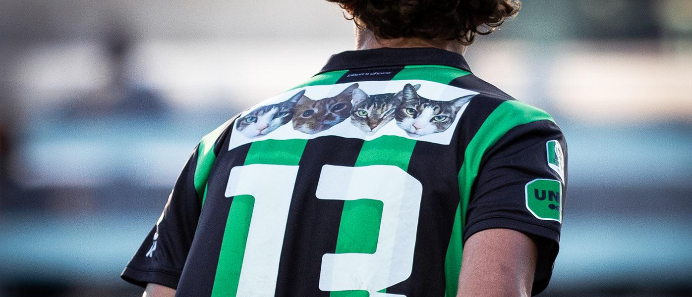 Martinsson con lo sponsor dei 4 gatti sulla maglia
