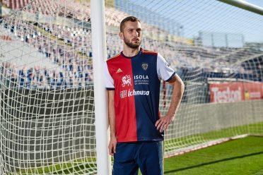 Divisa Cagliari home 2020-2021