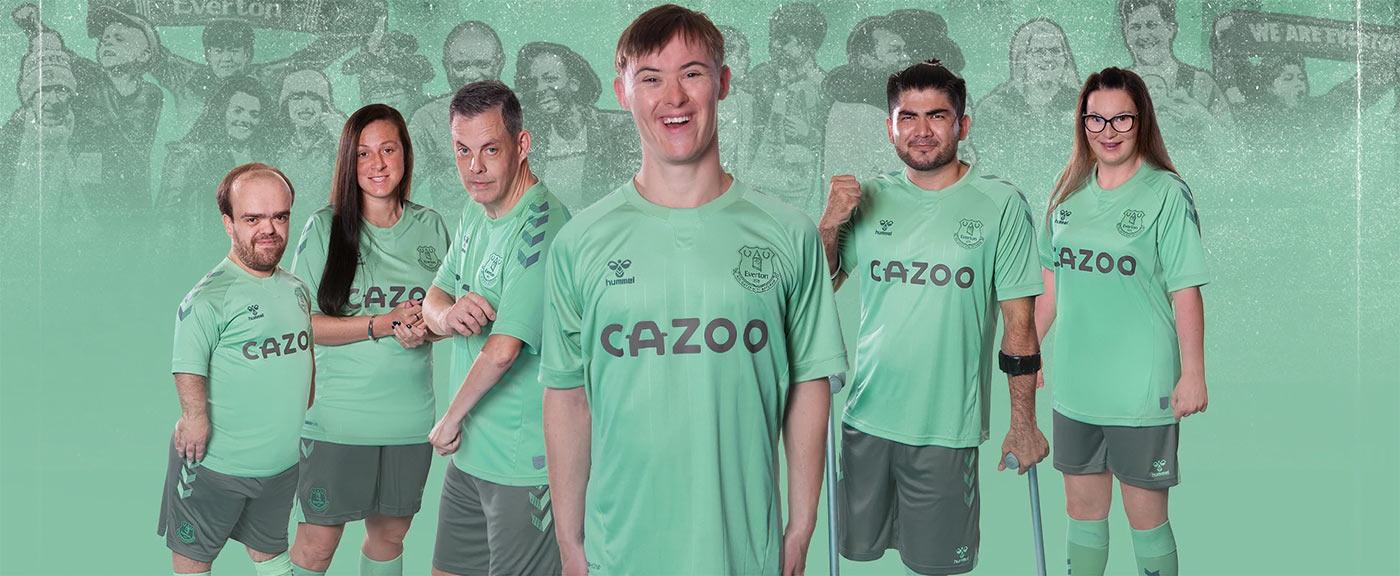 Monocolori sgargianti per le maglie da trasferta dell'Everton 2020 ...