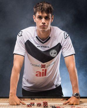 Guidotti indossa la maglia away del Lugano 2020-21