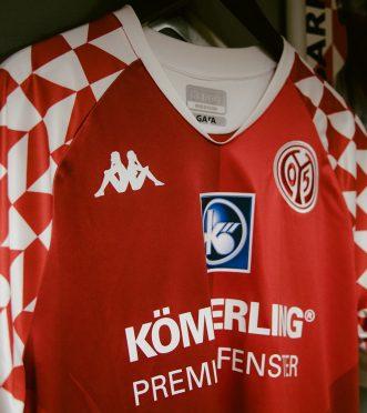 Dettaglio nuova maglia Mainz 05