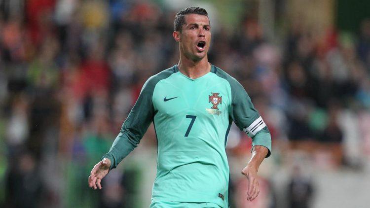 Ronaldo con la seconda maglia del Portogallo 2016