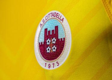 Cittadella seconda maglia gialla 2020-21 stemma