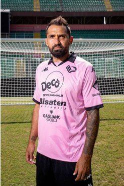 La nuova maglia del Palermo con gli sponsor