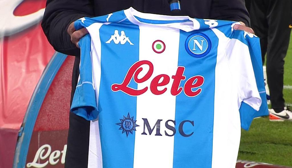 Maglia Napoli Argentina, le strisce albicelesti per Maradona