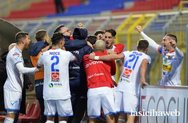 Seconda maglia Catania 2020-21 retro