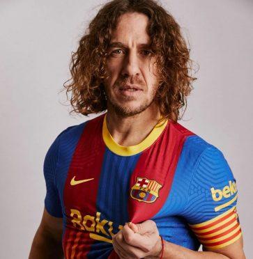 Puyol con la maglia speciale del Barcellona per il Clasico