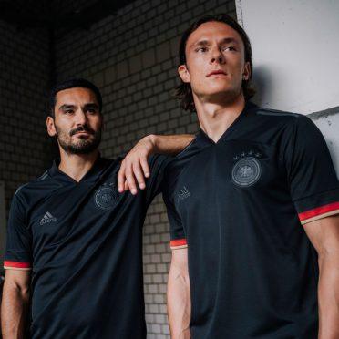 Presentazione maglia trasferta Germania nera