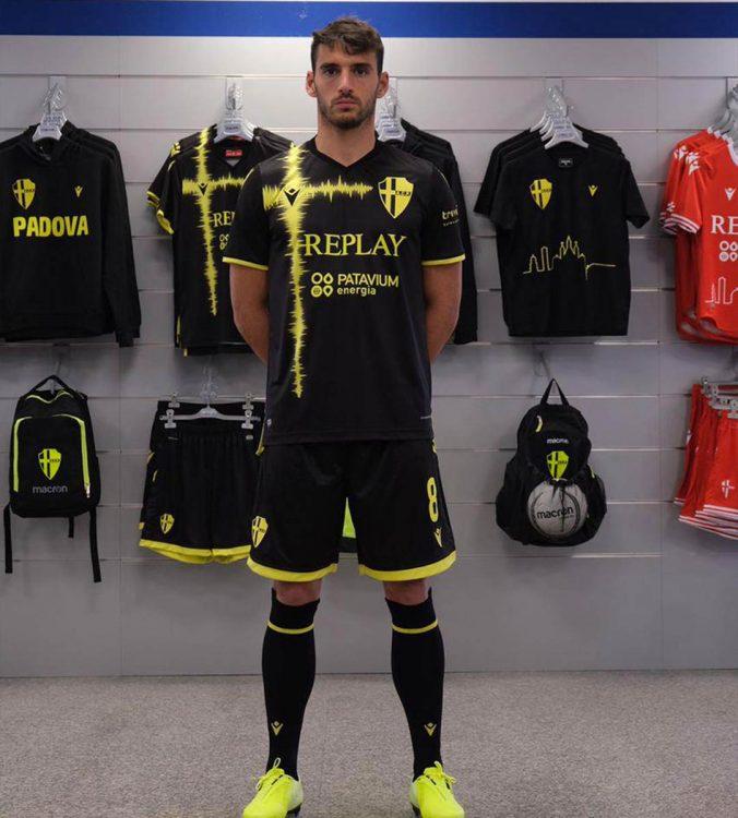 Terza divisa Padova nero-giallo fluo 2020-21