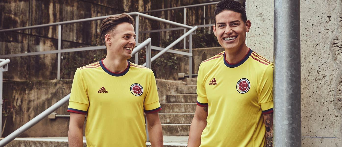 James con la nuova maglia della Colombia 2021