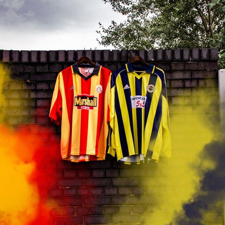 Le maglie di Galatasaray e Fenerbahce