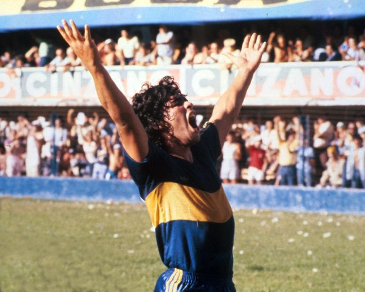 Maradona con la maglia del Boca Juniors