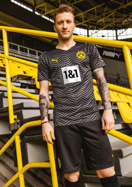Reus con la maglia away del BVB 2021-2022
