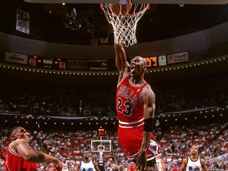 Michael Jordan con la divisa dei Bulls