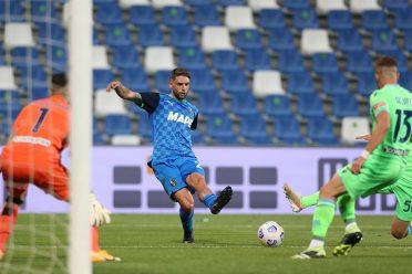 La terza maglia del Sassuolo 2021-2022 in campo