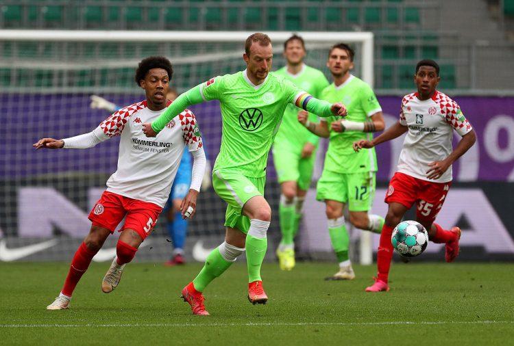 La divisa del Wolfsburg in campo