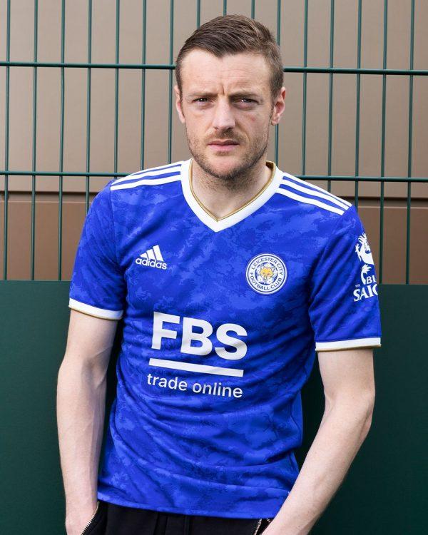 Vardy indossa la maglia del Leicester 2021-2022