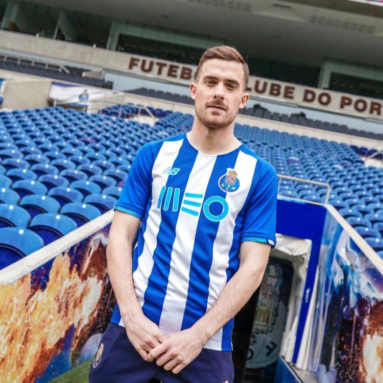 La nuova maglia del Porto indossata