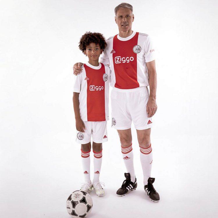 Van Basten con la nuova maglia dell'Ajax