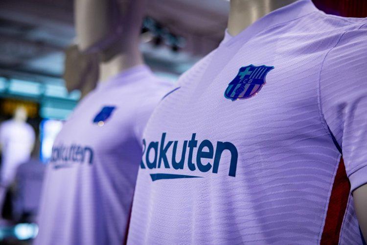 Dettaglio nuova maglia away Barcellona viola