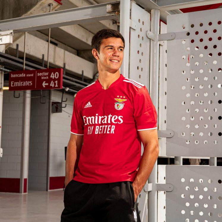 La nuova maglia del Benfica 2021-2022
