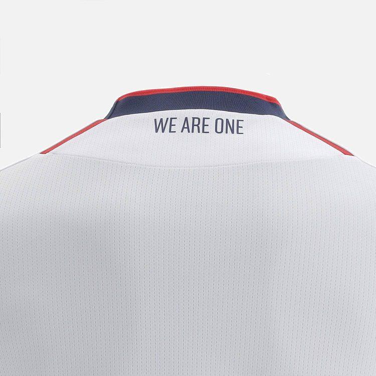 La scritta We Are One Bologna