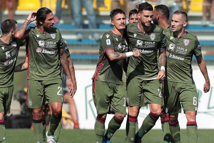 La terza maglia del Cagliari verde nel 2019