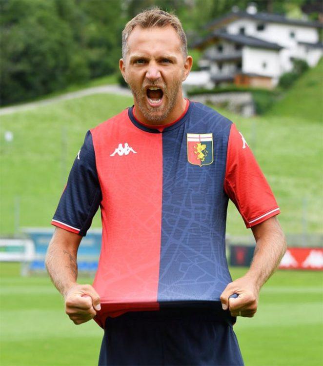 Criscito con la nuova maglia del Genoa