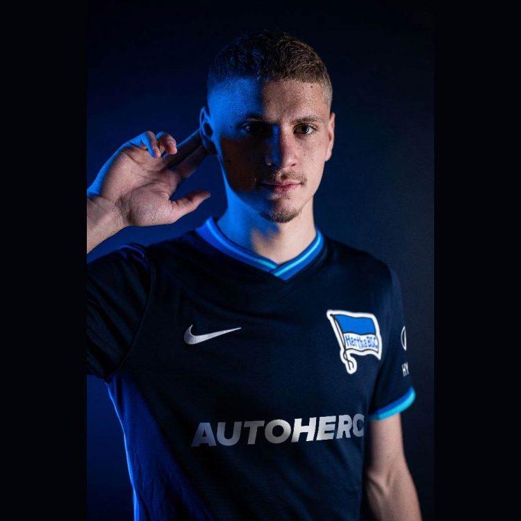 La maglia away dell'Hertha Berlino 2021-22