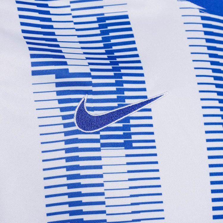 Lo swoosh Nike ricamato, maglia Hertha