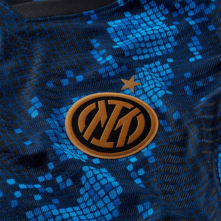 Dettaglio pelle serpente maglia Inter