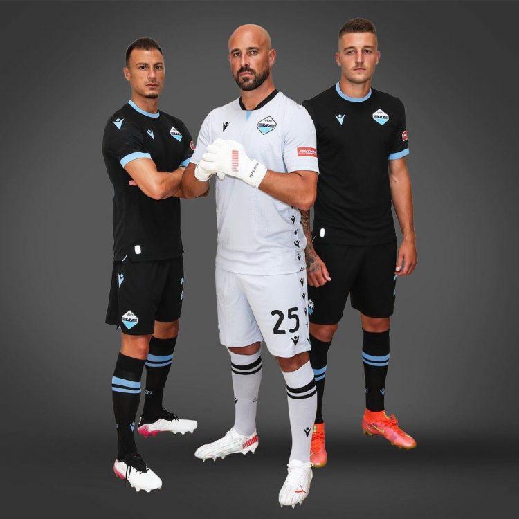 La terza divisa della Lazio 2021-2022