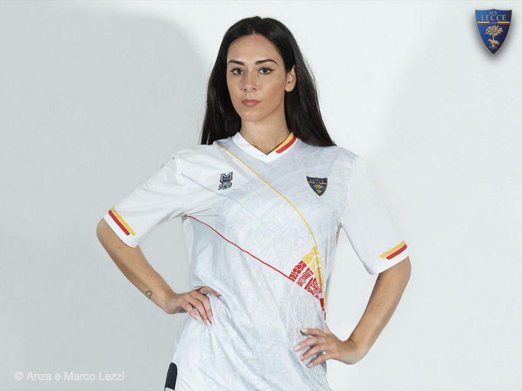 La seconda maglia del Lecce 2021-2022