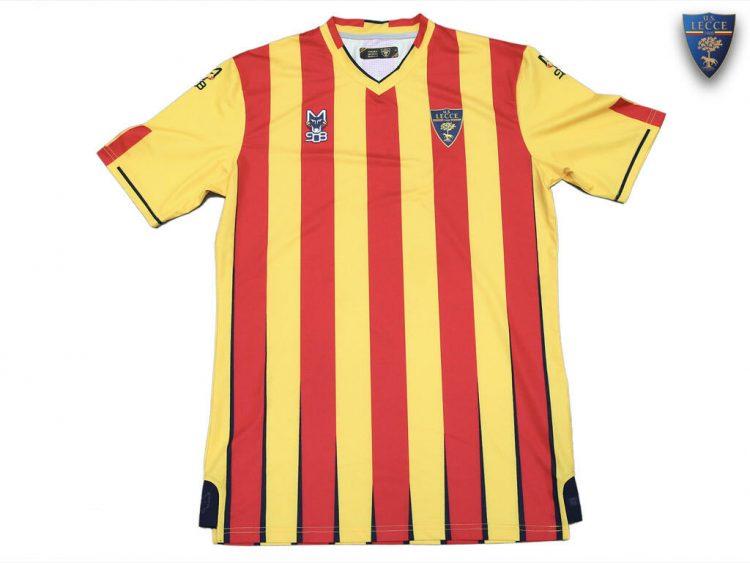 La nuova maglia del Lecce 2021-2022