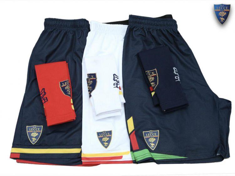 Pantaloncini e calzettoni Lecce 2021-2022