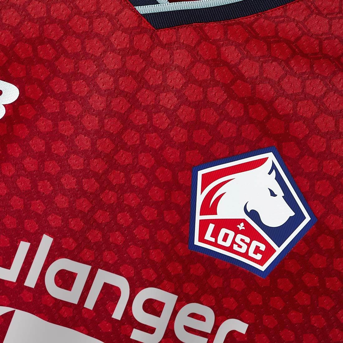 La forma de La Citadelle sullo sfondo della maglia del Lille