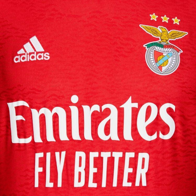 Dettaglio prima maglia Benfica