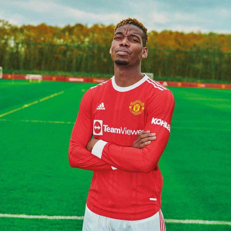 Pogba con la nuova maglia dello United