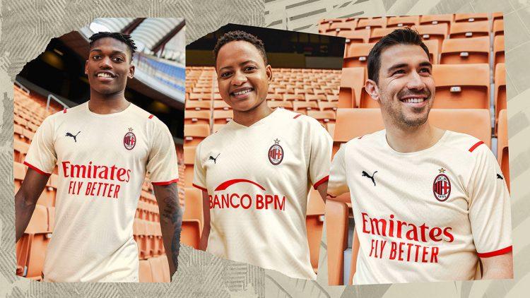 La maglia away del Milan indossata