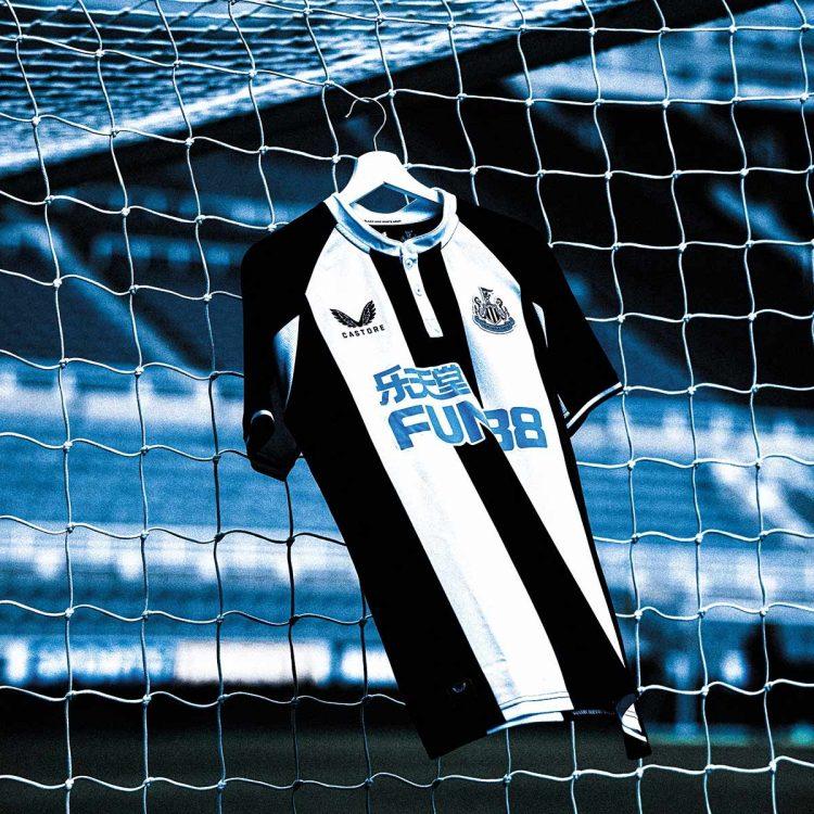Newcastle prima maglia Castore