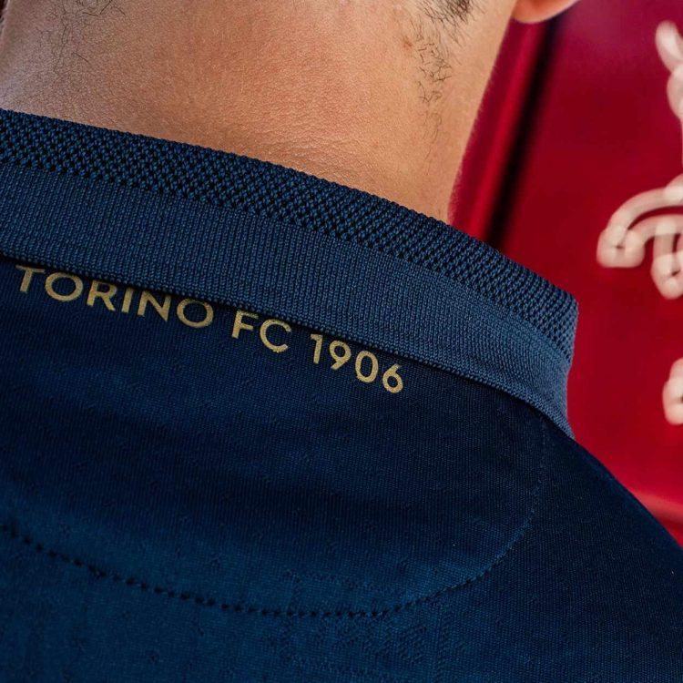Retro collo dettaglio Torino third