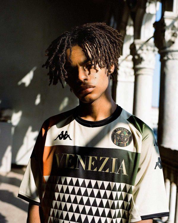 La nuova maglia away del Venezia 2021-2022