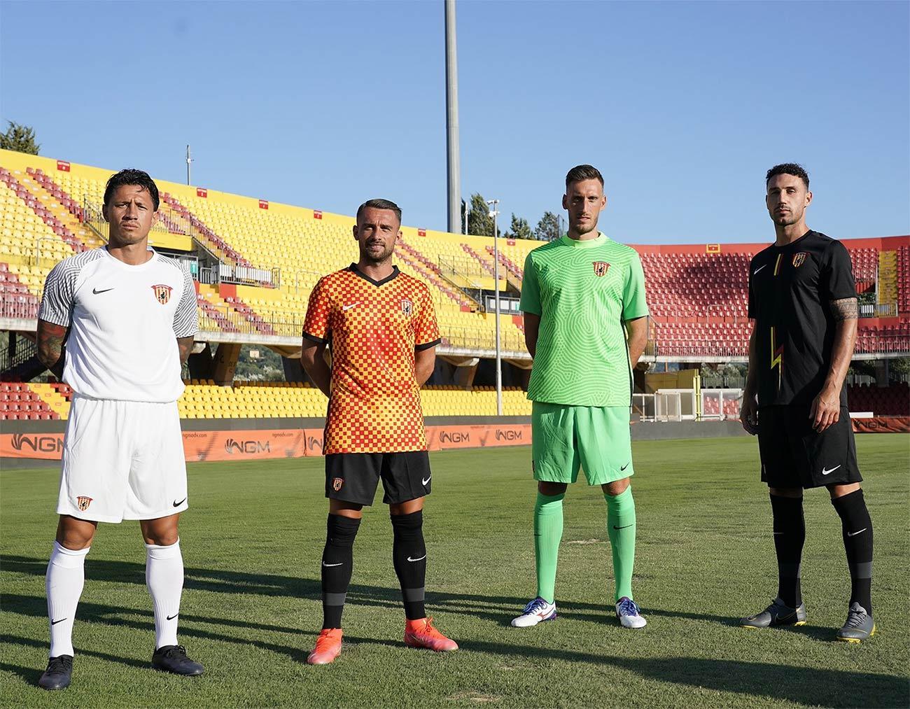 Le nuove maglie del Benevento 2021-2022 Nike