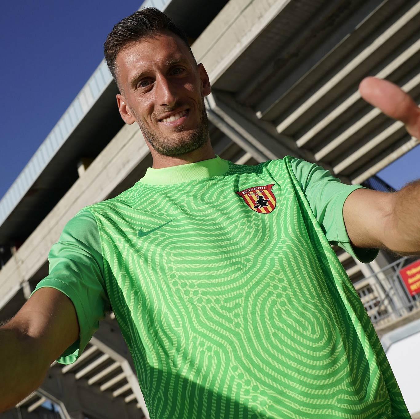 Paleari con la maglia da portiere del Benevento