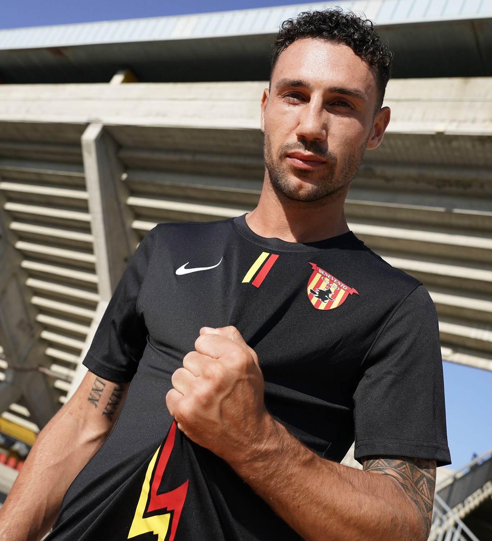 Terza maglia Benevento 2021-2022 nera